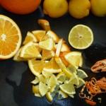 Filurlig chili marmelade - frugterne skæres i mindre stykker