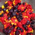 Appelsinlagkage med bær og chili - bær og hakket chili godt blandet og til afdrypning