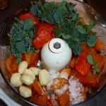 Hokkaido, goat cheese and black olives - ingredienser hakkes sammen