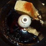 Amarena-choco mousse cake with chili - sauceingredienserne minus olien blendes
