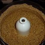Vegansk ris a la mande kage med ingefær og chili - mandler og nødder blendes